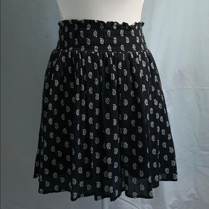 Old Navy black and white skirt. Size L.